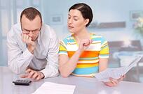 Couple budgeting for mortgage